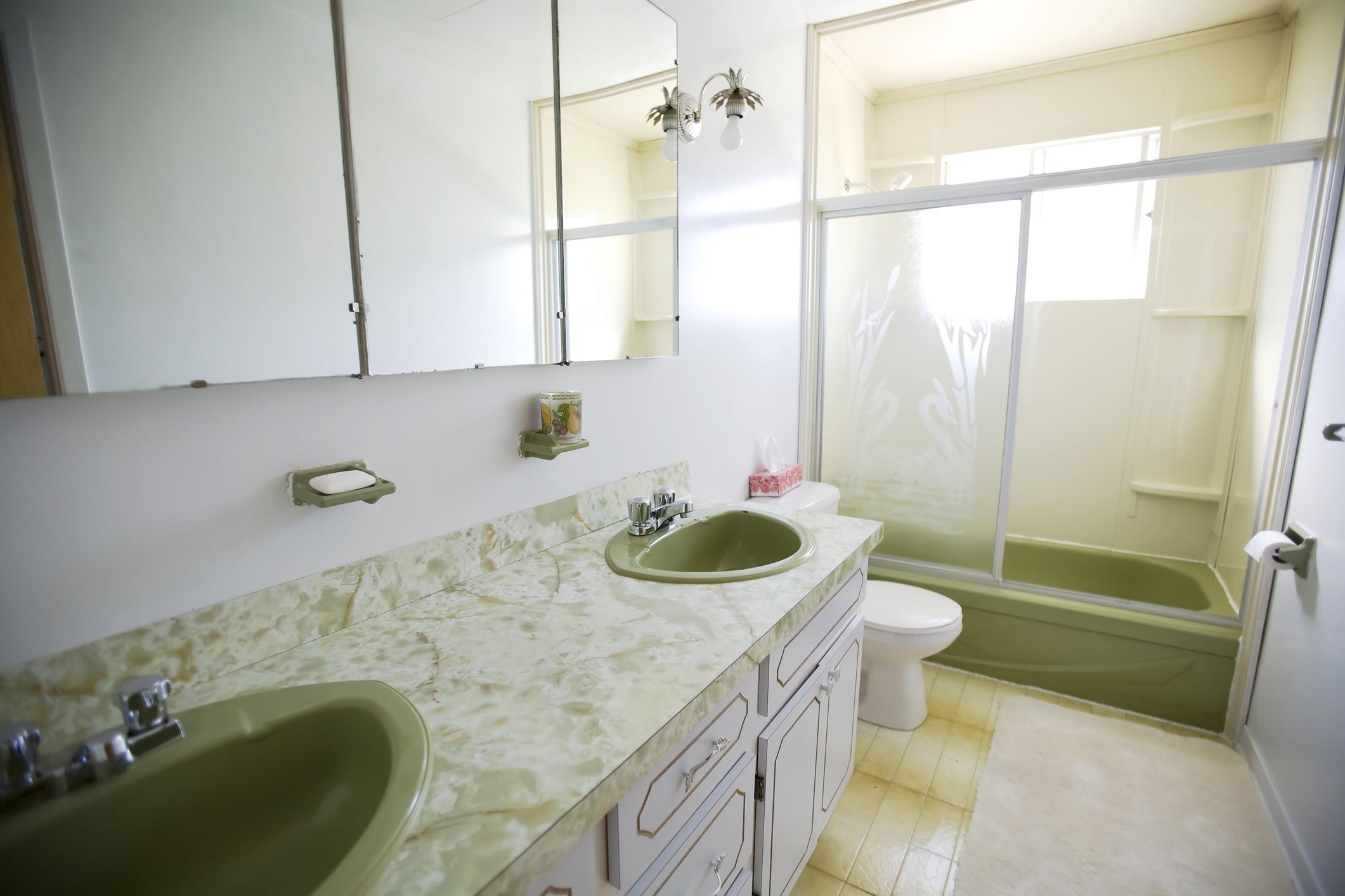 Old bathroom in need of bathroom remodel